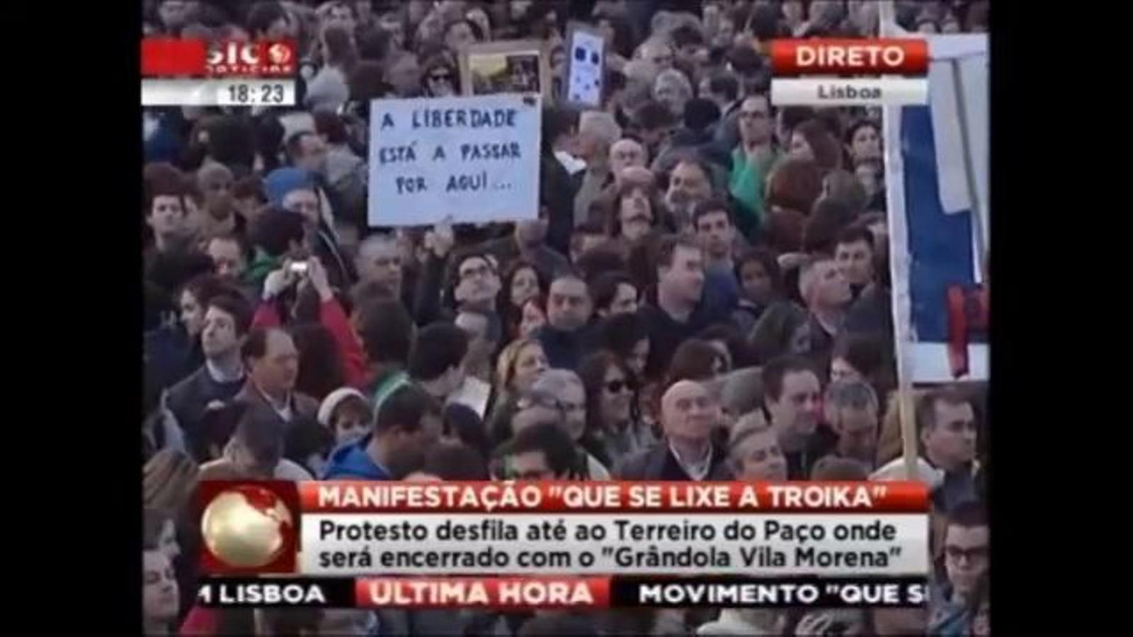 Milers de portuguesos canten 'Grândola, Vila Morena' contra les retallades