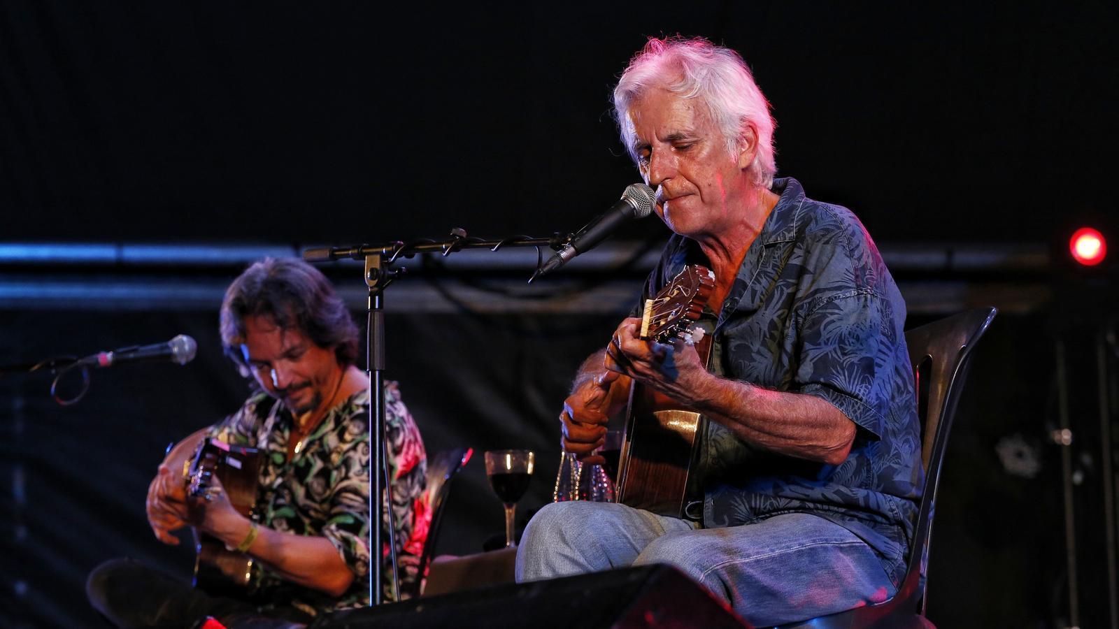Diego Pozo, 'Ratón', i Kiko Veneno durant el concert a l'amfiteatre del Parc del Fòrum.