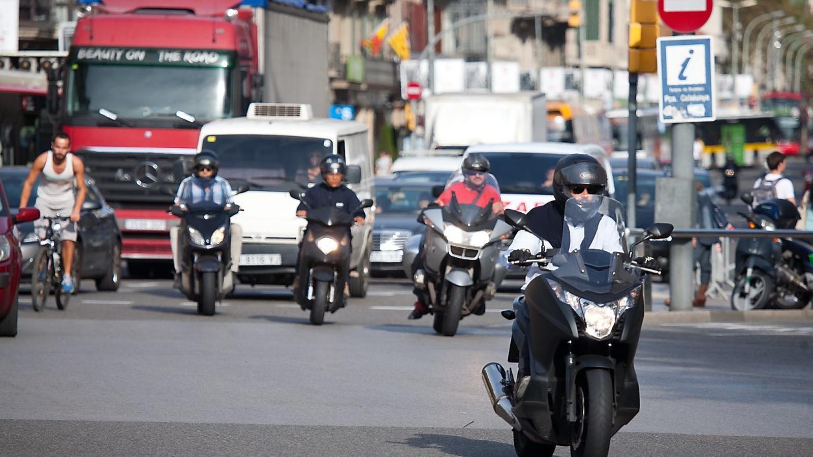 Les restriccions de trànsit en dies de contaminació s'estendran a les motos a partir del desembre