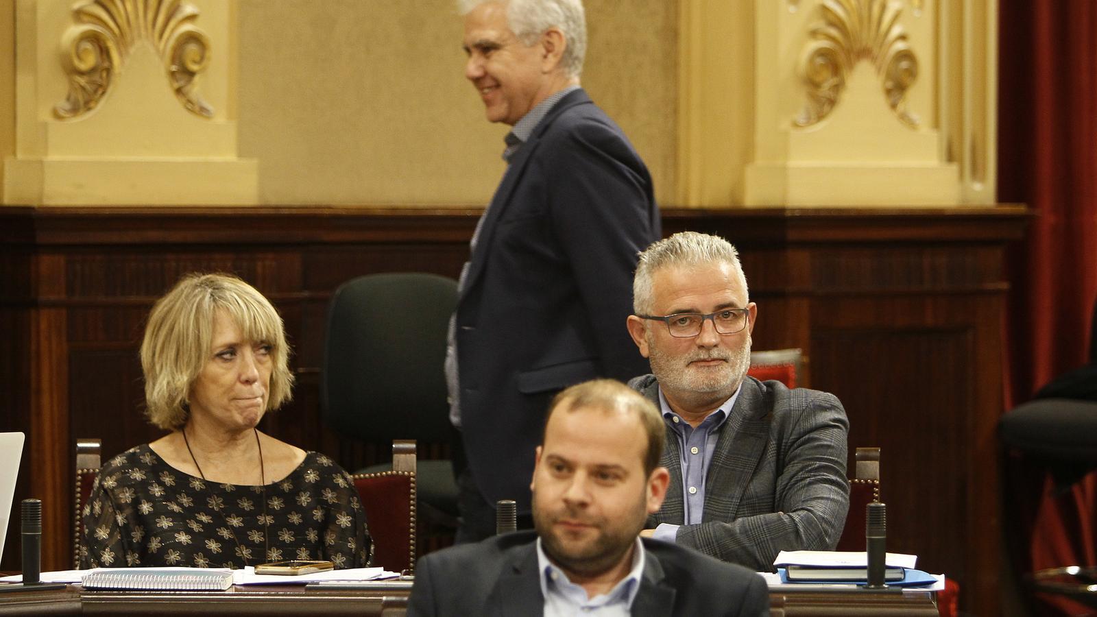 Els tres diputats d'El Pi, Lina Pons, Josep Melià i Jaume Font, aquest dimarts en el Parlament