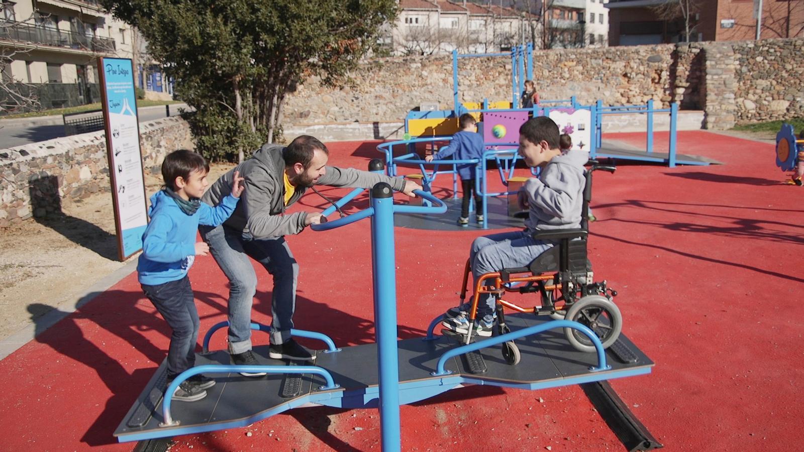 Només l'1% de les àrees de joc de Barcelona són accessibles als nens amb discapacitat