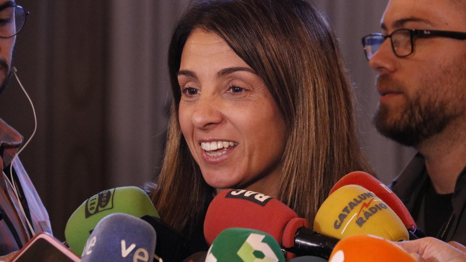 La portaveu del Govern, Meritxell Budó, fent declaracions des del Parlament.