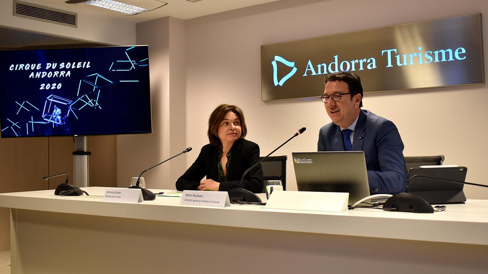 La ministra de Turisme, Verònica Canals, i el director general d'Andorra Turisme, Betim Budzaku, durant la roda de premsa. / M. F. (ANA)