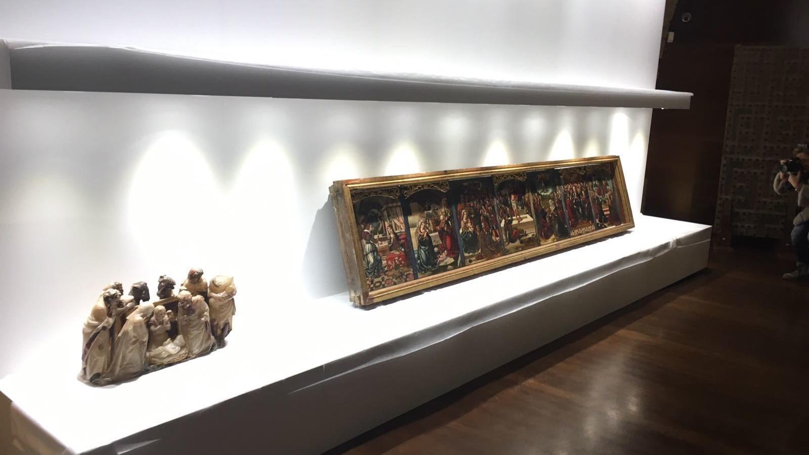 Un fragment d'un retaule de Gabriel Joly i un bancal atribuït al Mestre de Sixena del Museu de Lleida al monestir de Sixena
