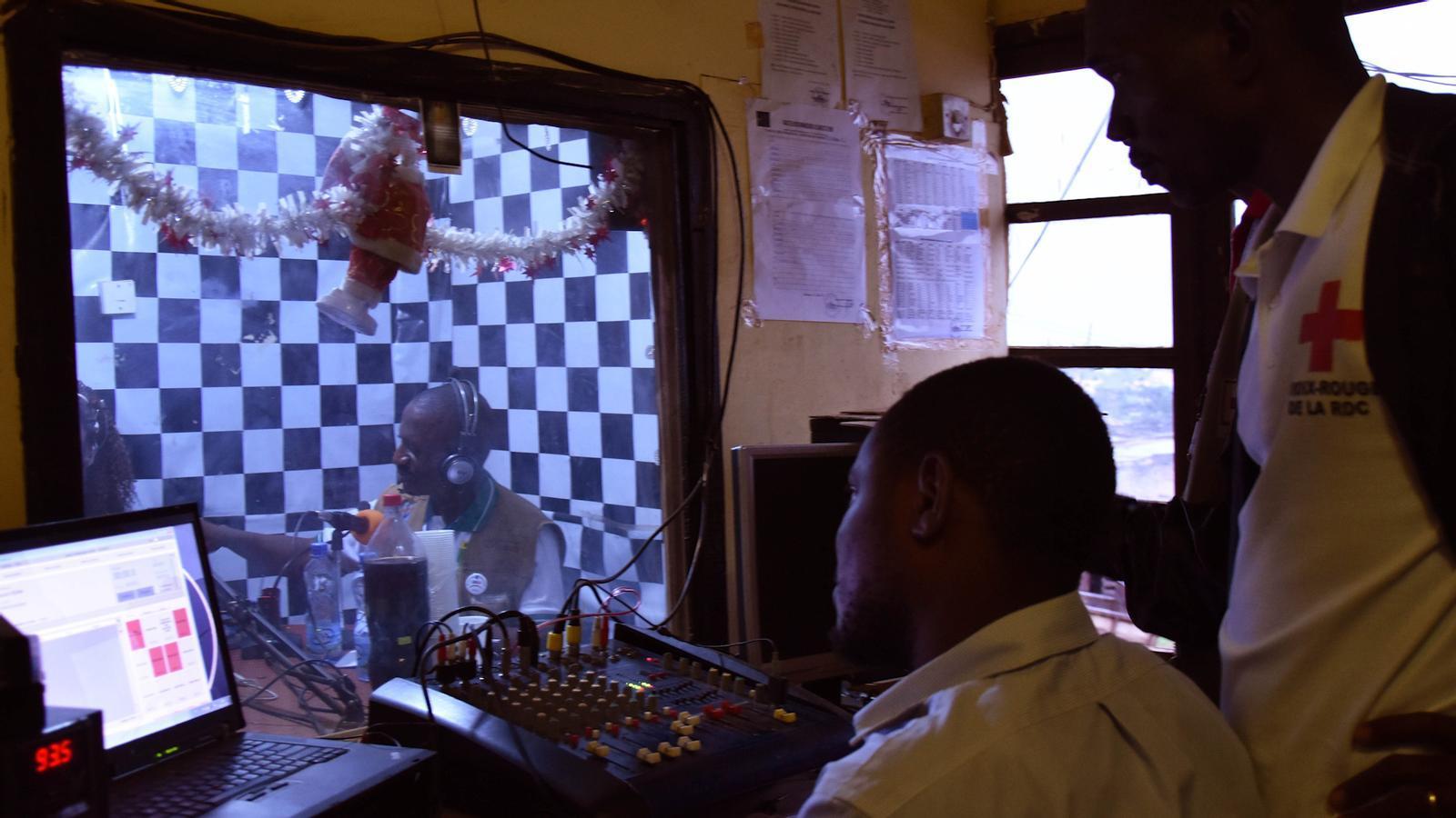 Fragment del programa de ràdio del Congo que informa sobre l'Ebola