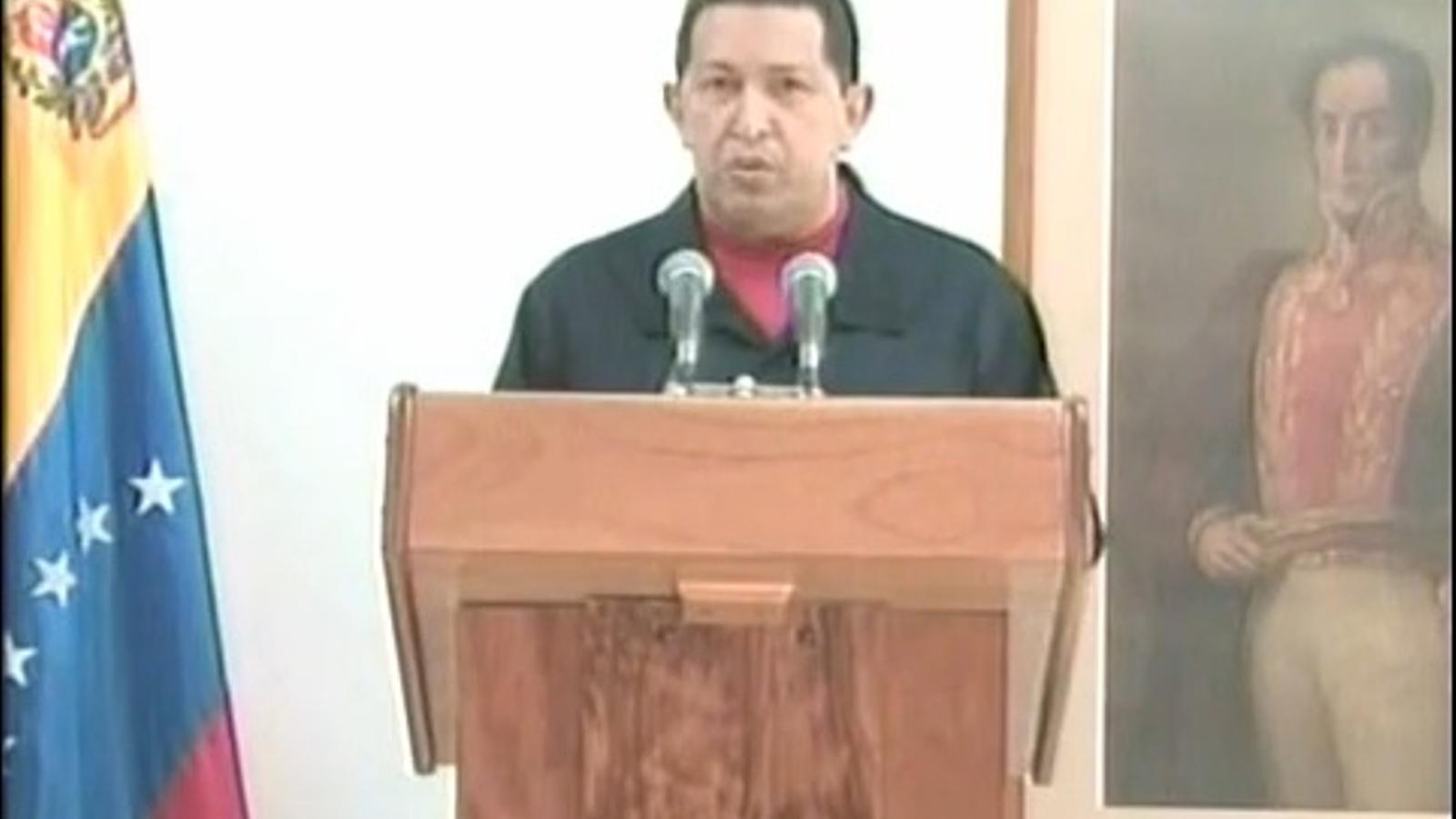 Hugo Chávez anuncia que li han extirpat un tumor a la pelvis