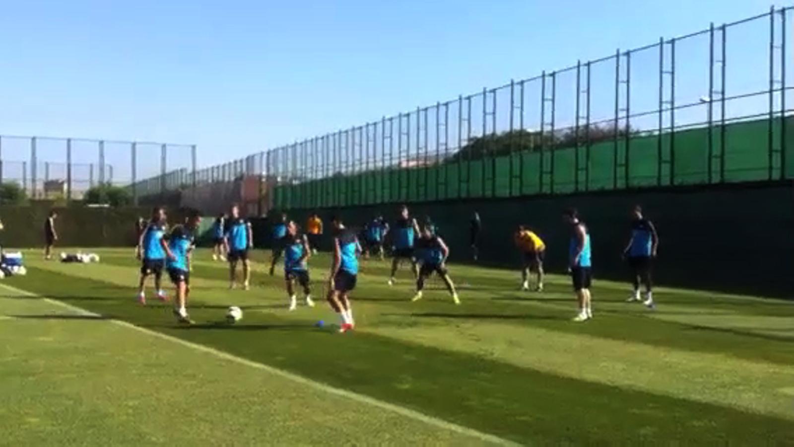 El primer rondo de la pretemporada amb Leo Messi