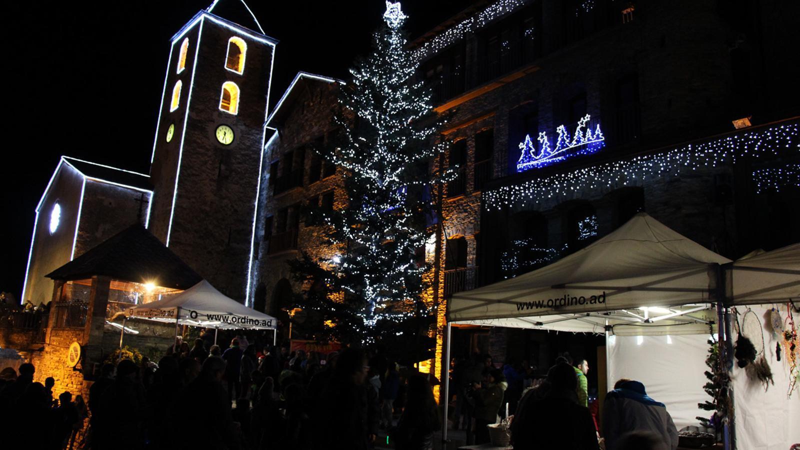 Decoració nadalenca del centre d'Ordino. / T. N. (ANA)