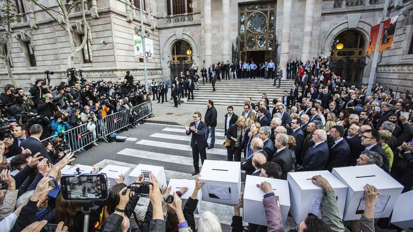 Artur Mas va declarar com a imputat el 15 d'octubre davant del TSJC.