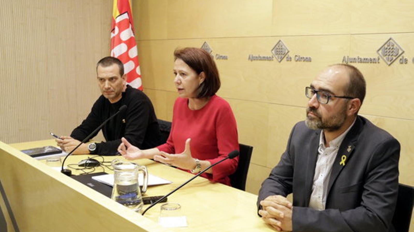 D'esquerra a dreta: el primer tinent d'alcalde de Salt, Àlex Barceló; l'alcadessa de Girona, Marta Madrenas i l'alcalde de Sarrià de Ter, Narcís Fajula