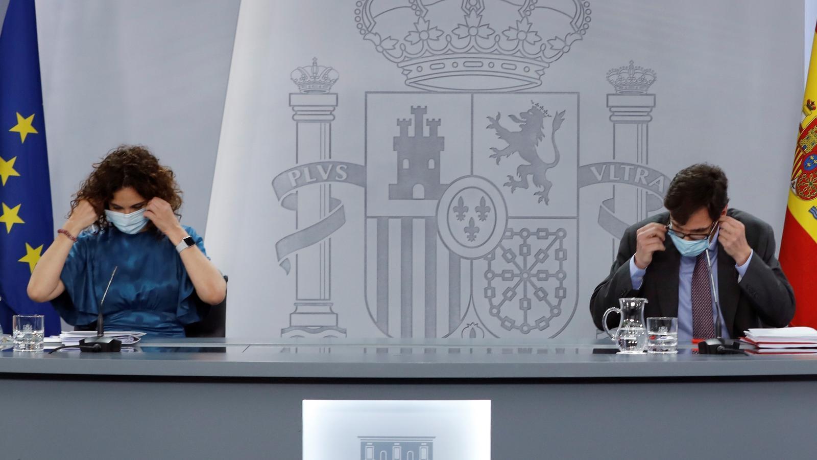 La ministra portaveu del govern espanyol, María Jesús Montero, i el ministre de Sanitat, Salvador Illa, durant la roda de premsa posterior al consell de ministres.