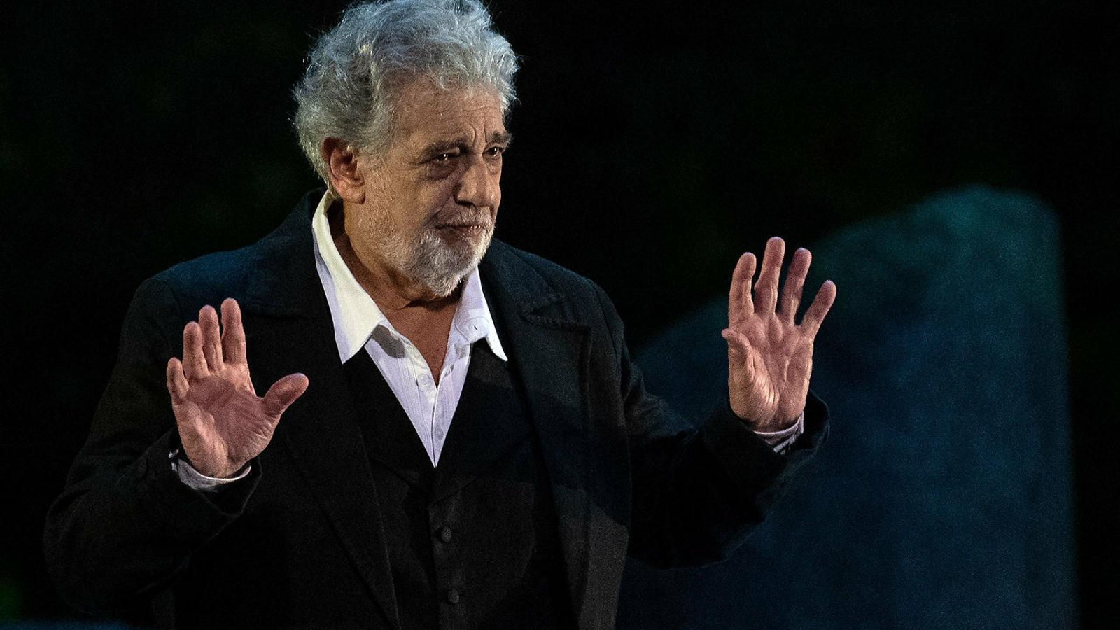 El tenor, amb més de 50 anys de carrera, assegura que les relacions eren consentides.