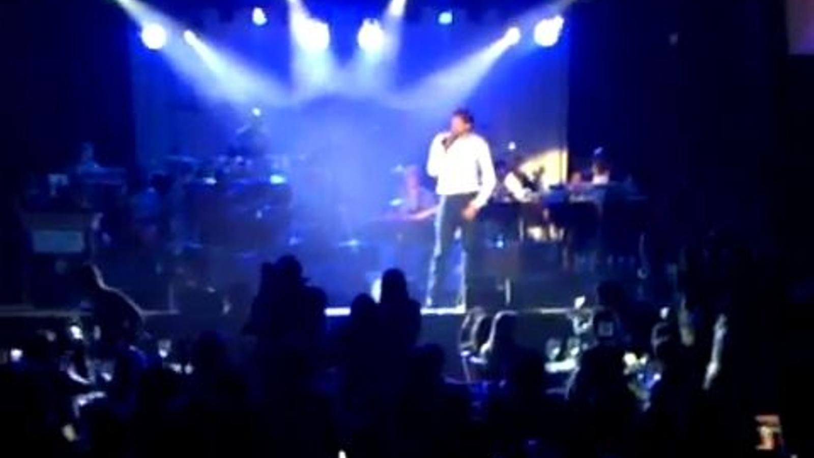 Pau Gasol agafa el micro i canta How to save a life