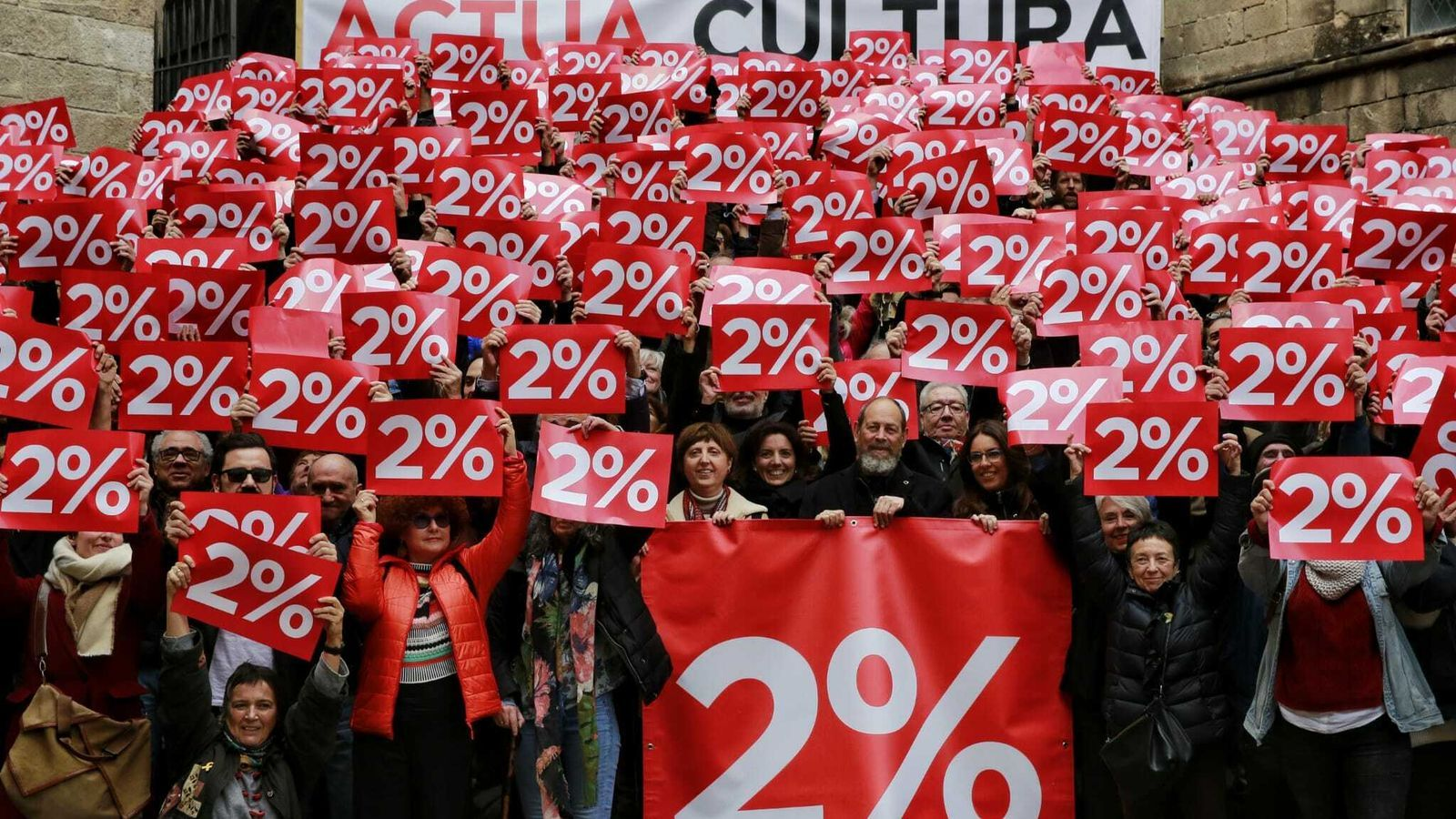 Uma imatge de l'acció de protesta de la plataforma Actua cultura a la plaça del Rei de Barcelona
