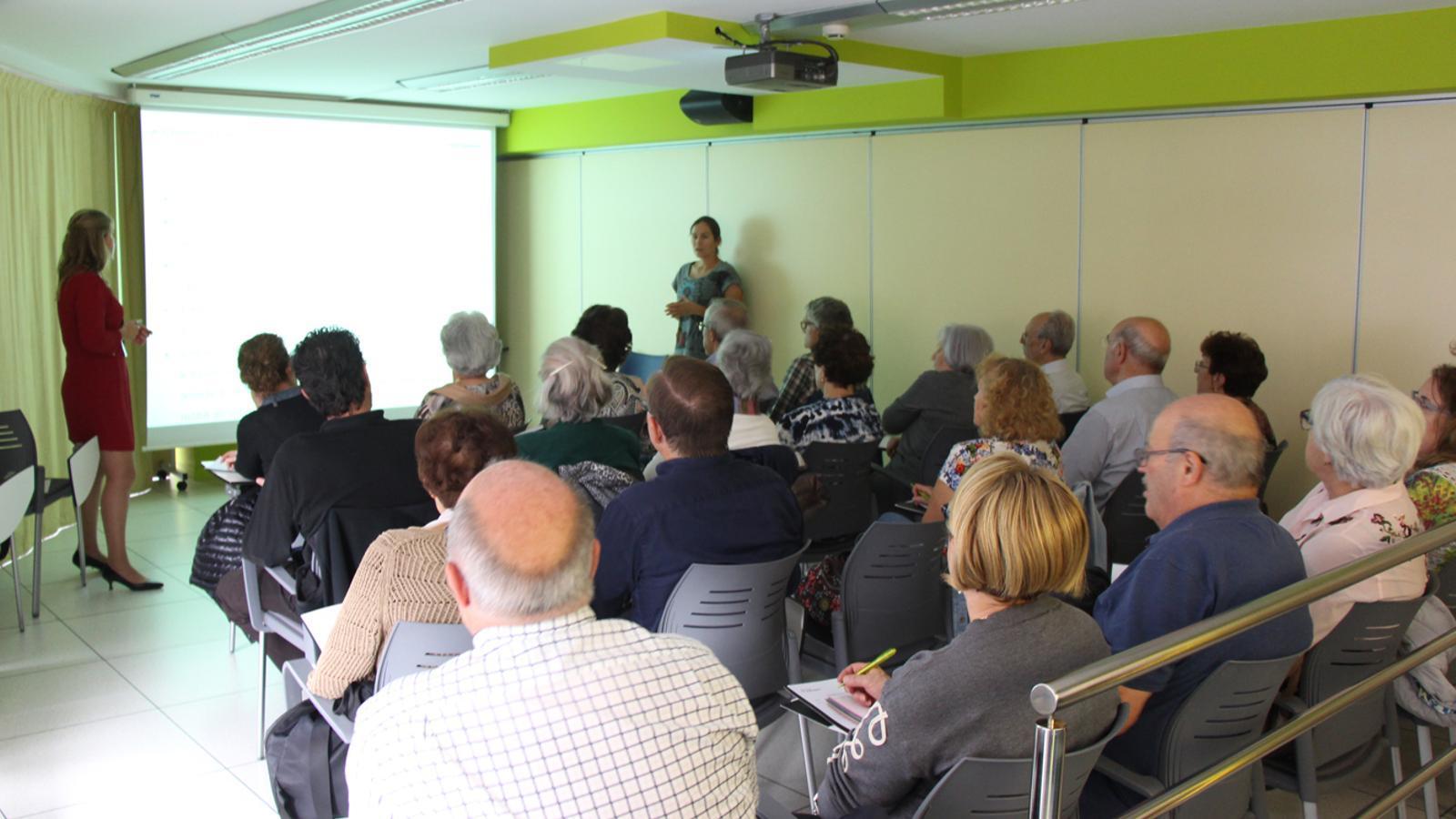 Un moment del taller sobre 'Els avantatges de l'e-crèdit' celebrat aquest dimecres. / M. P. (ANA)
