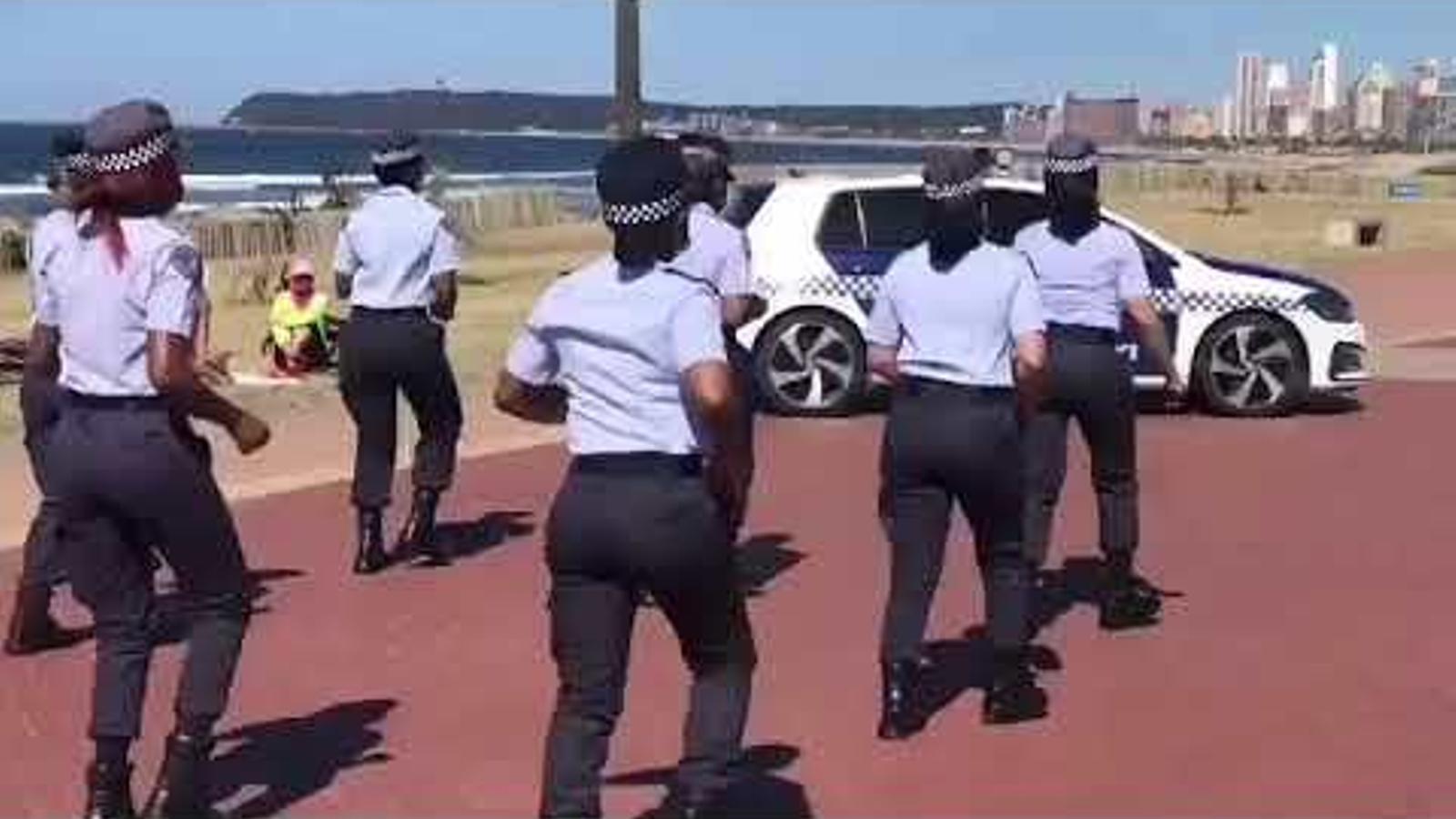 Policies sud-africanes ballant el Jerusalema