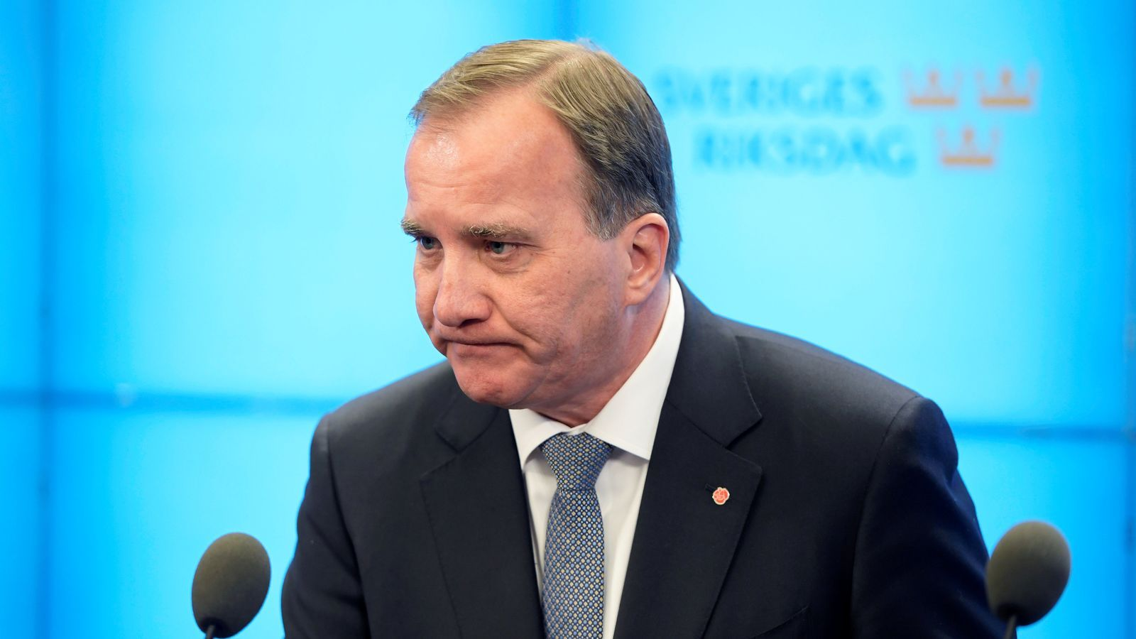 El primer ministre suec, Stefan Löfven, atenent els mitjans després de perdre la moció de censura, a Estocolm