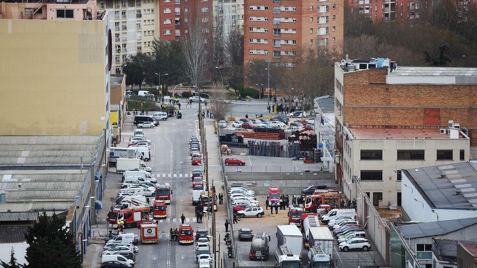 Un mort, 19 ferits i un desaparegut en una explosió en una empresa química a la Verneda