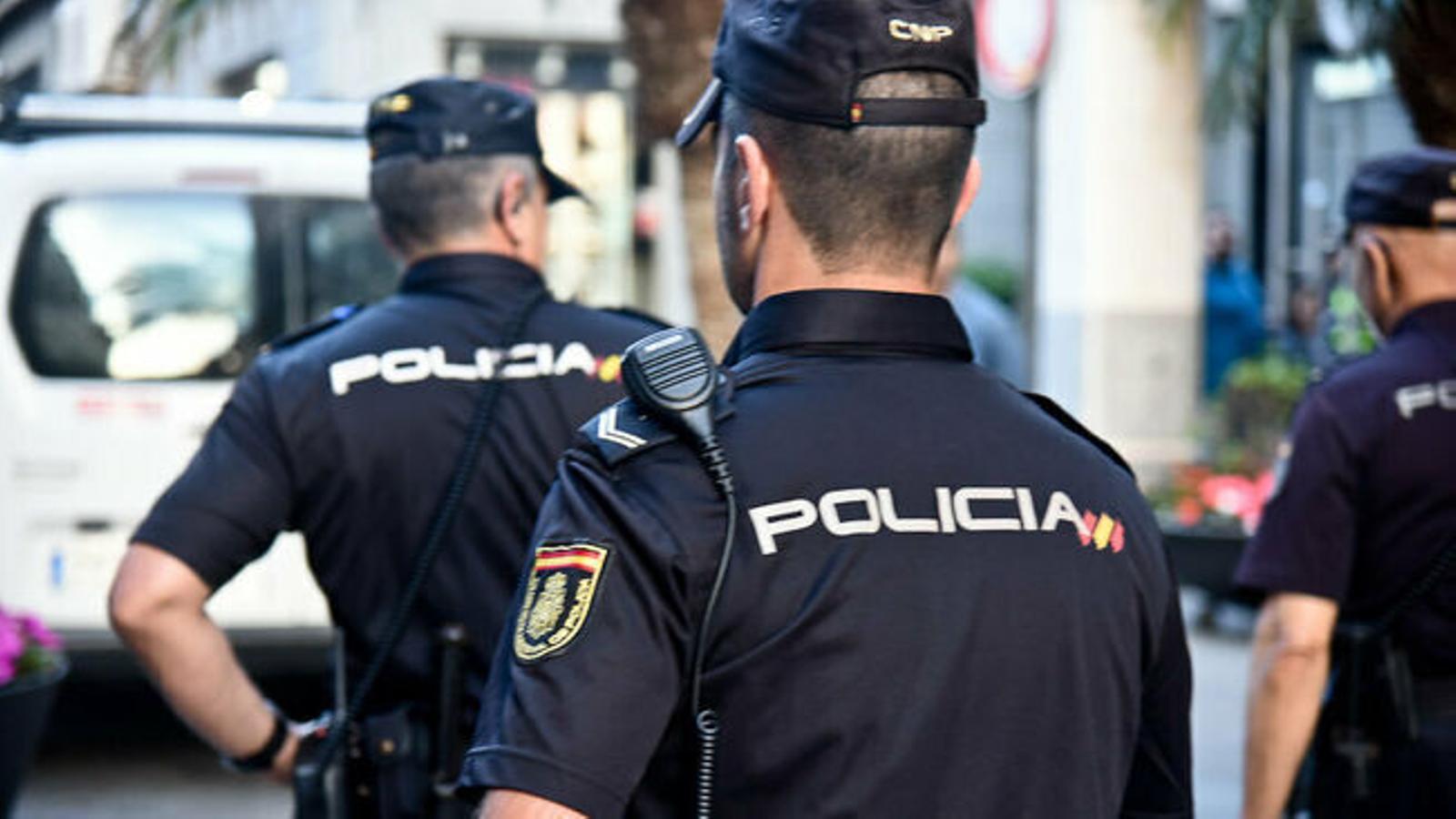 Agents de la Policia Nacional.