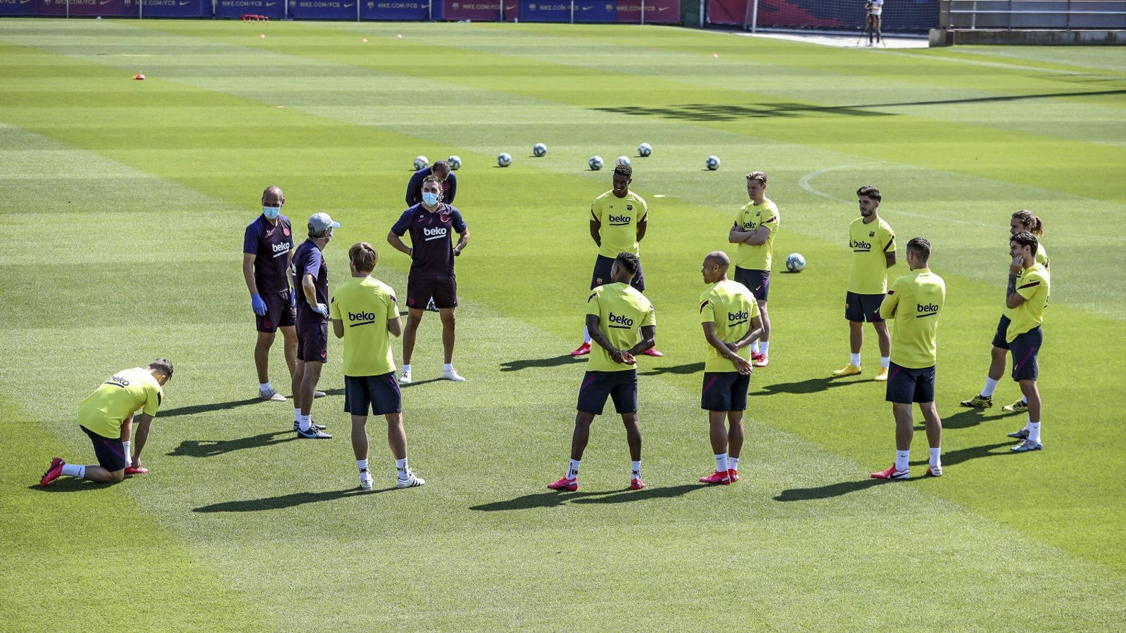 Els jugadors del Barça durant l'entrenament.