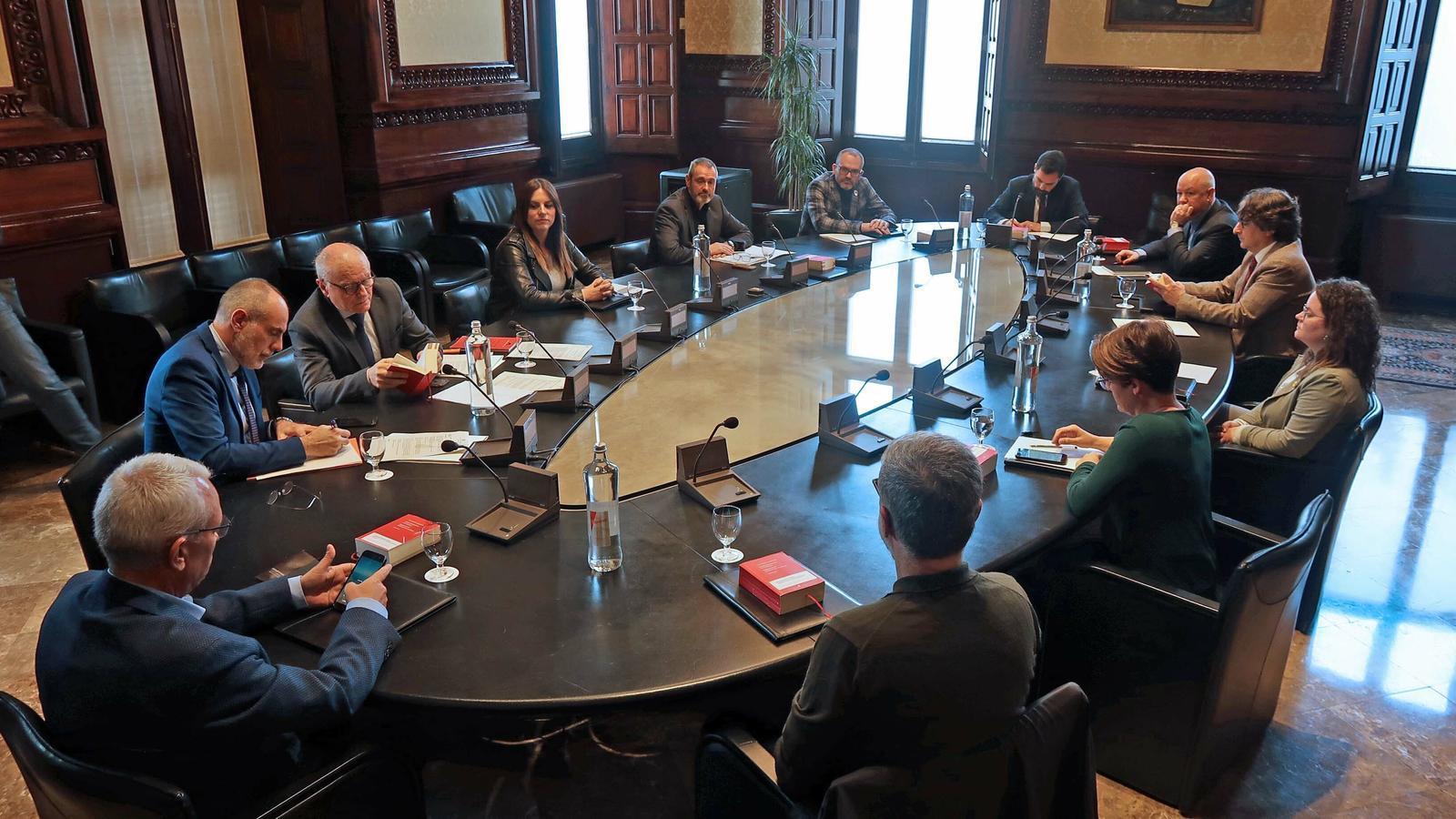 L'última reunió presencial de la mesa el 13 de març, quan va acordar els serveis mínims