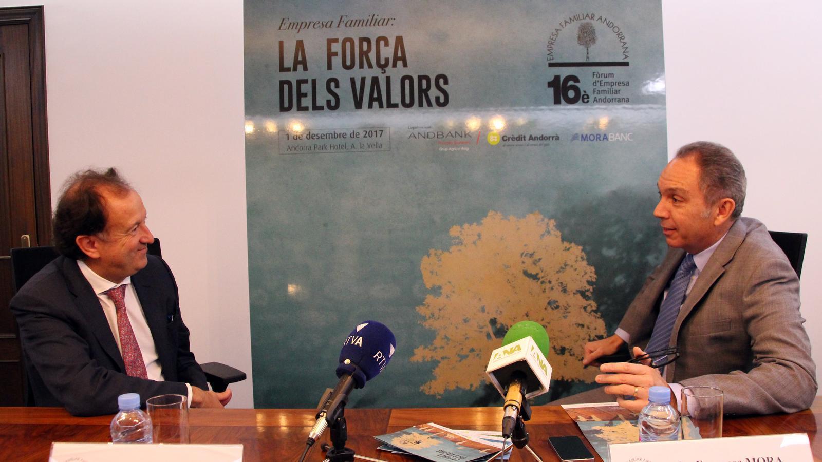 El secretari tècnic de l'EFA, Joan Tomàs, i el president de l'EFA, Francesc Mora, presenten el 16è fòrum de l'entitat. / C.G. (ANA)
