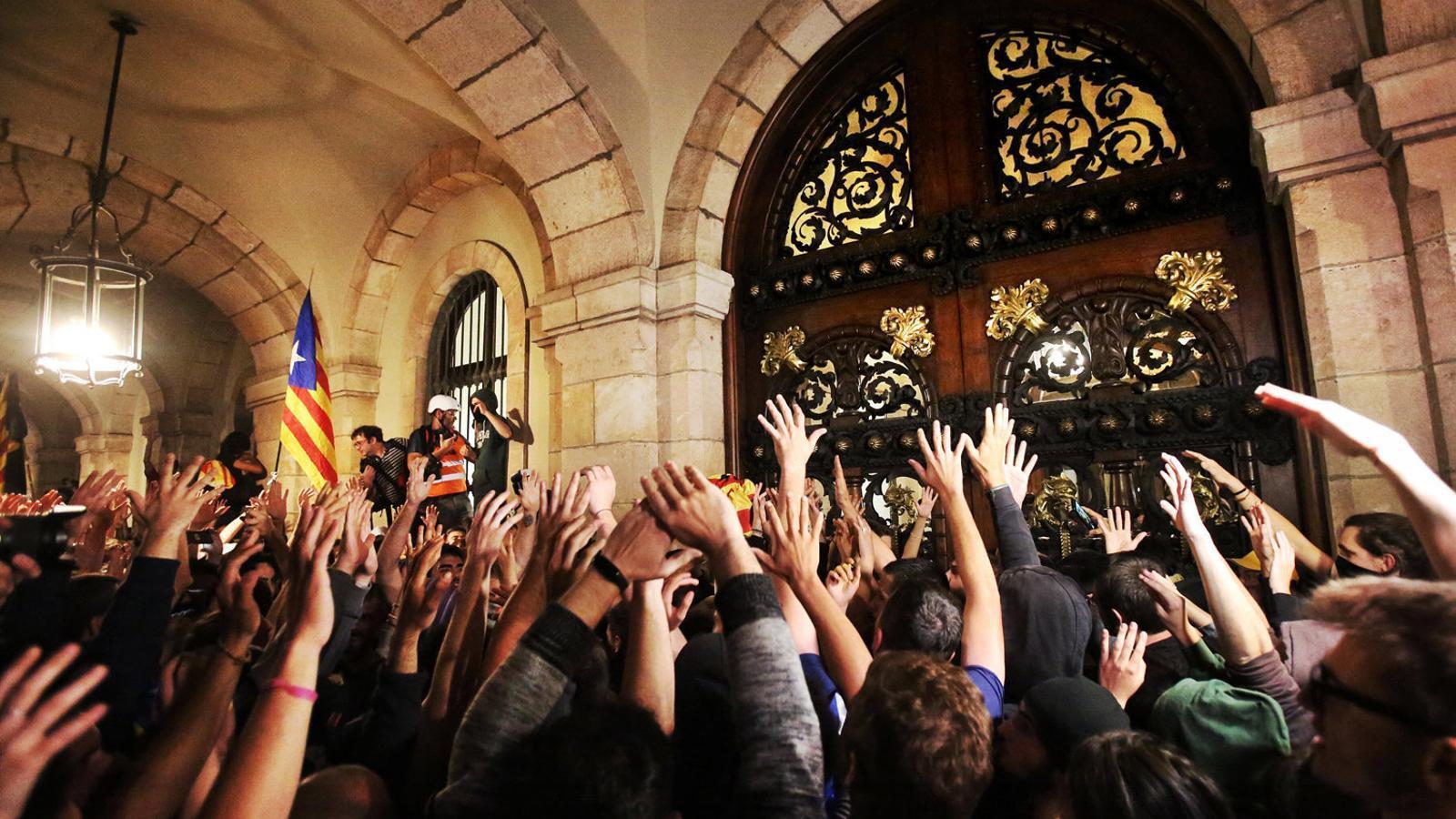 La marxa de l'1-O acaba amb incidents al Parlament