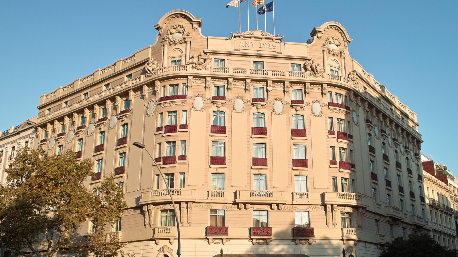 La façana de l'Hotel Palace