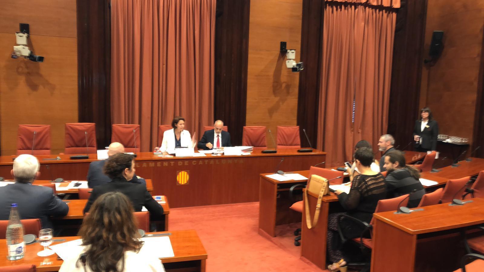 JxCat i ERC arriben al ple amb dubtes sobre si s'aprovarà l'acord sobre els diputats suspesos