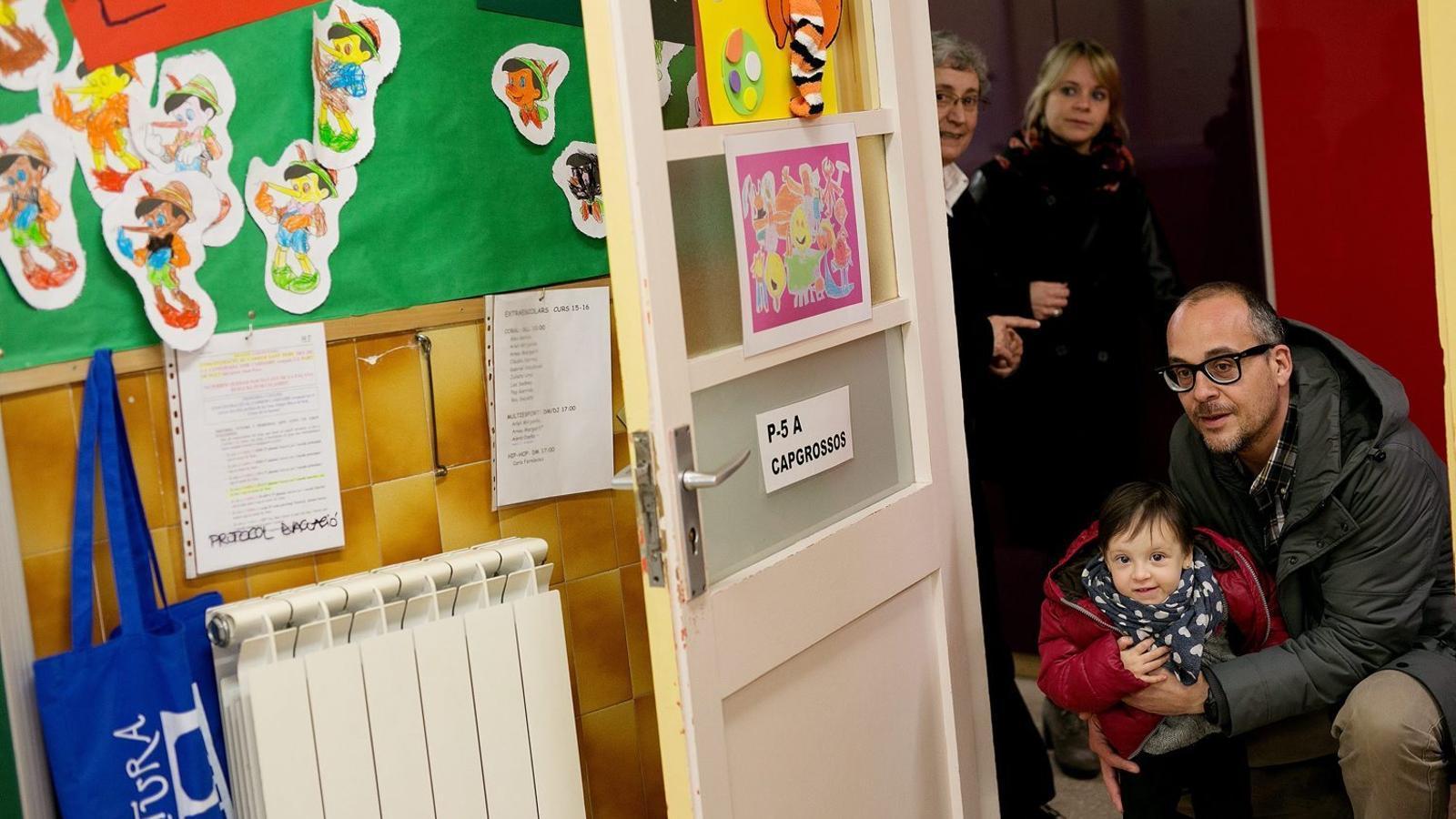 Nova escola.  La gran tria / FOTO: PERE TORDERA