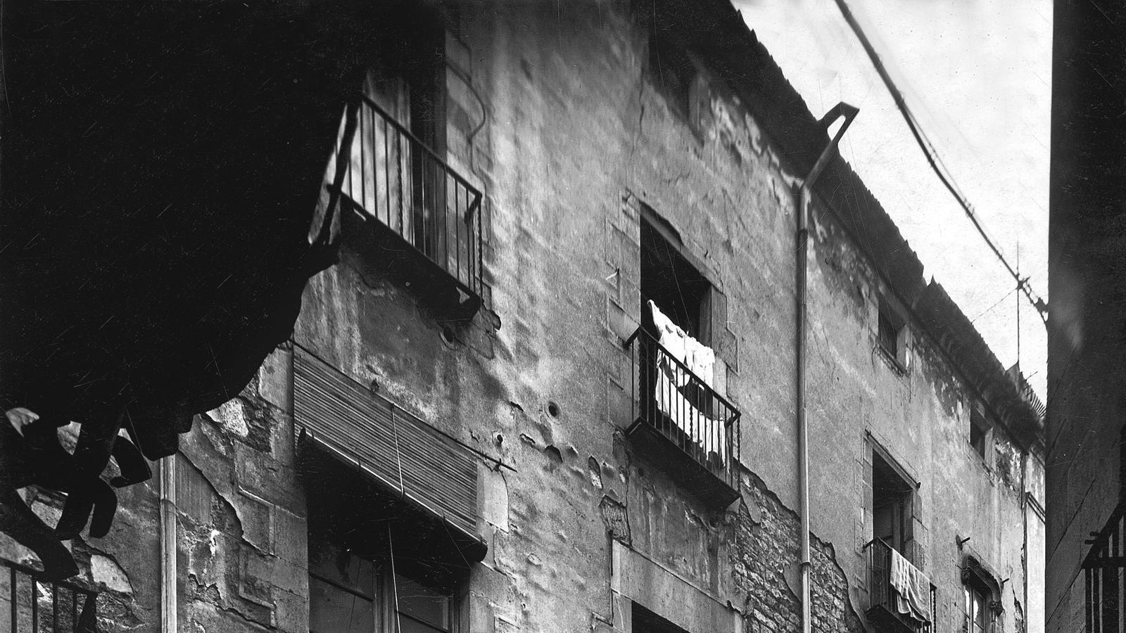 Casa Reart, abans de les obres, 1953. AFB. Fotografia de J. Ribera Pàg. 28