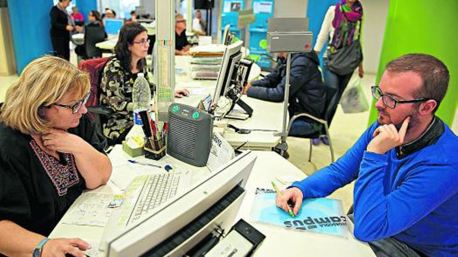 M s f cil reduir l 39 atur que generar nova feina for Oficina seguretat social