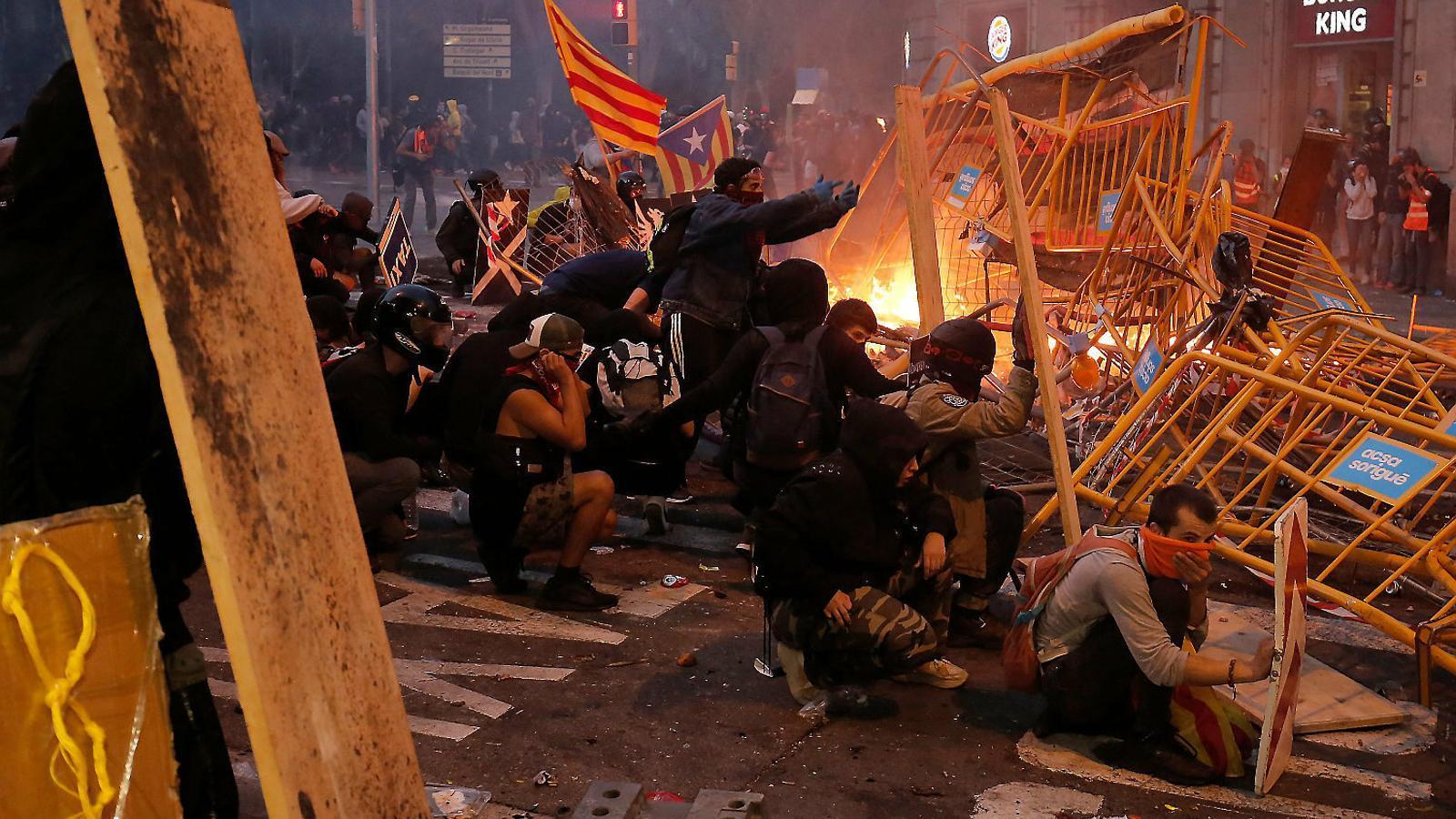 """Joves darrere les barricades: """"Hem perdut la por"""""""