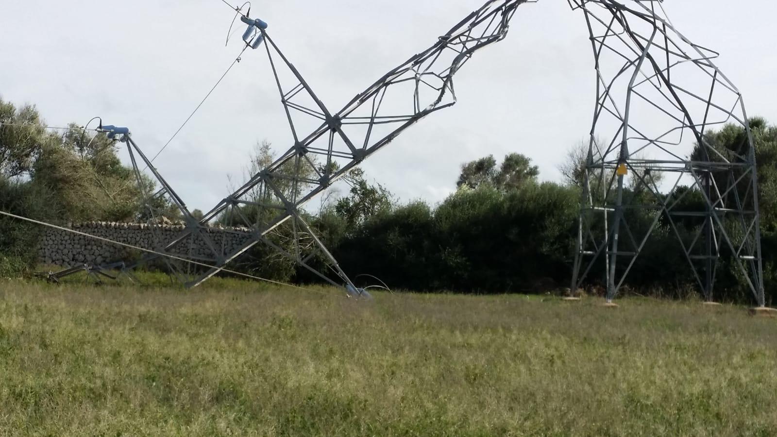 Unes 38.000 persones es queden sense electricitat a Menorca per un cap de fibló