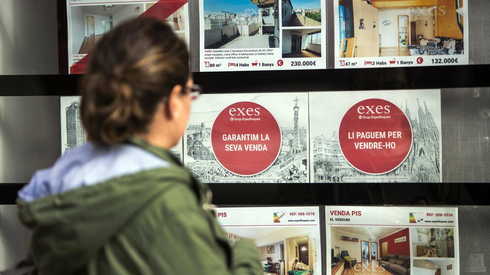 Els baixos sous i els preus del sector immobiliari dificulten que els joves lloguin o comprin un pis.