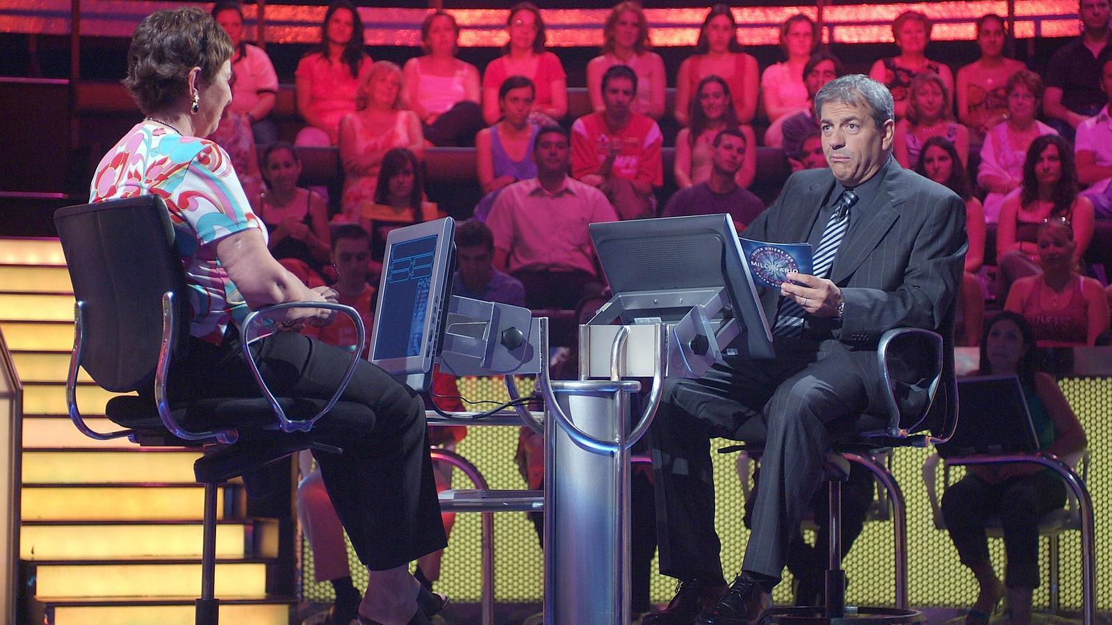 Carlos Sobera va conduir ¿Quién quiere ser millonario? a Telecinco (1999-2001) i Antena 3 (2005-2007). Aquesta cadena el va tornar a emetre el 2009 amb Antonio Garrido.