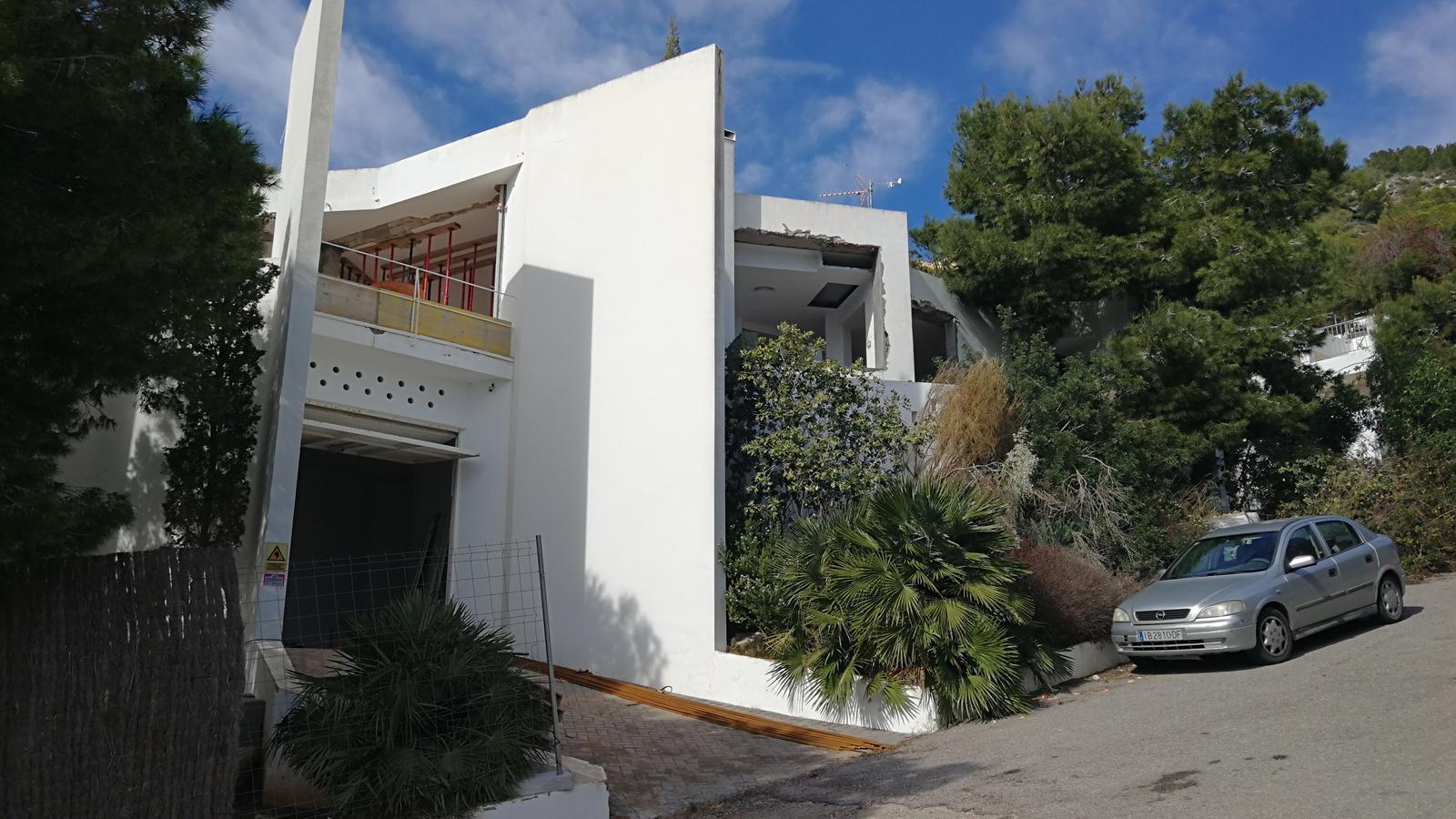 L'Ajuntament de Santa Eulària sancionarà els propiteris de la casa Gili per les obres que hi estan portant a terme / SAVADOR ROIG/ARA