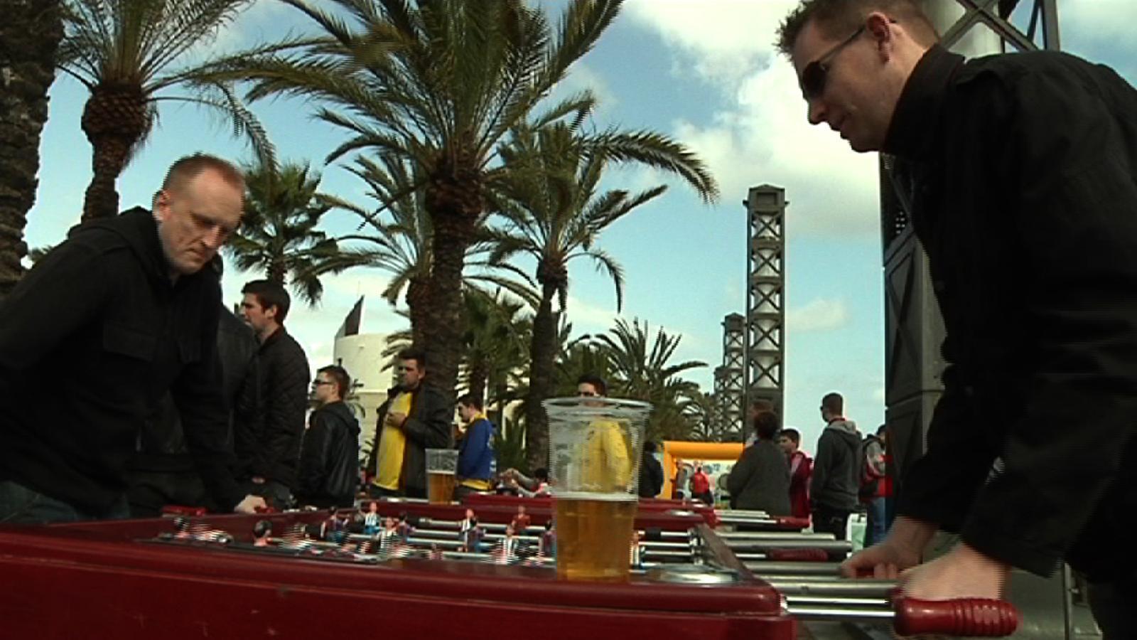 Els seguidors de l'Arsenal, eufòrics a Barcelona