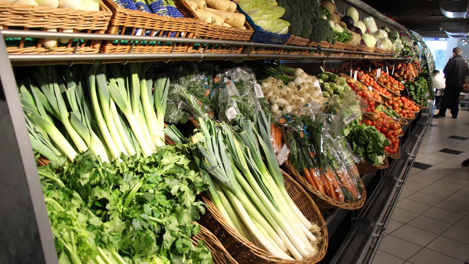 La fruita i la verdura en un supermercat. / ARXIU