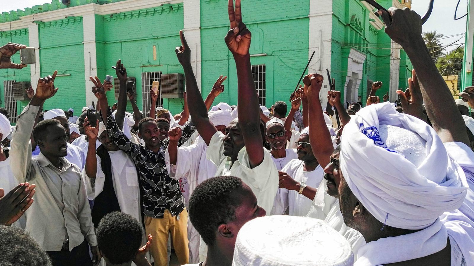 Trontolla el règim d'Omar al-Baixir al Sudan