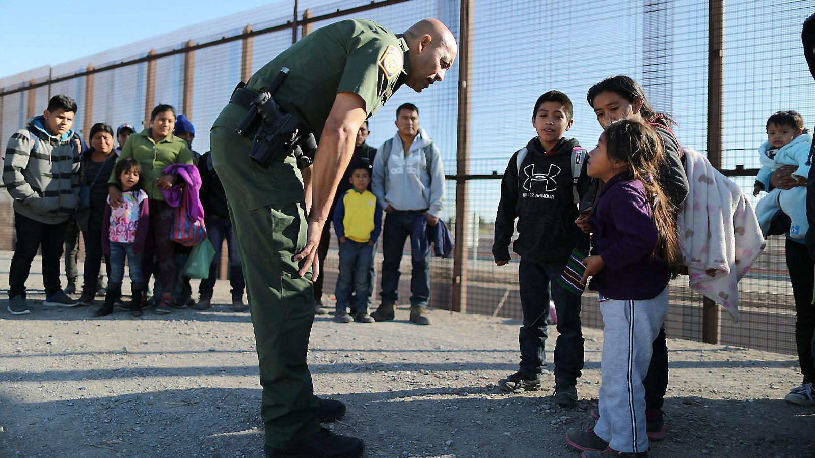 Criatures mortes sota custòdia de la policia a la frontera dels EUA