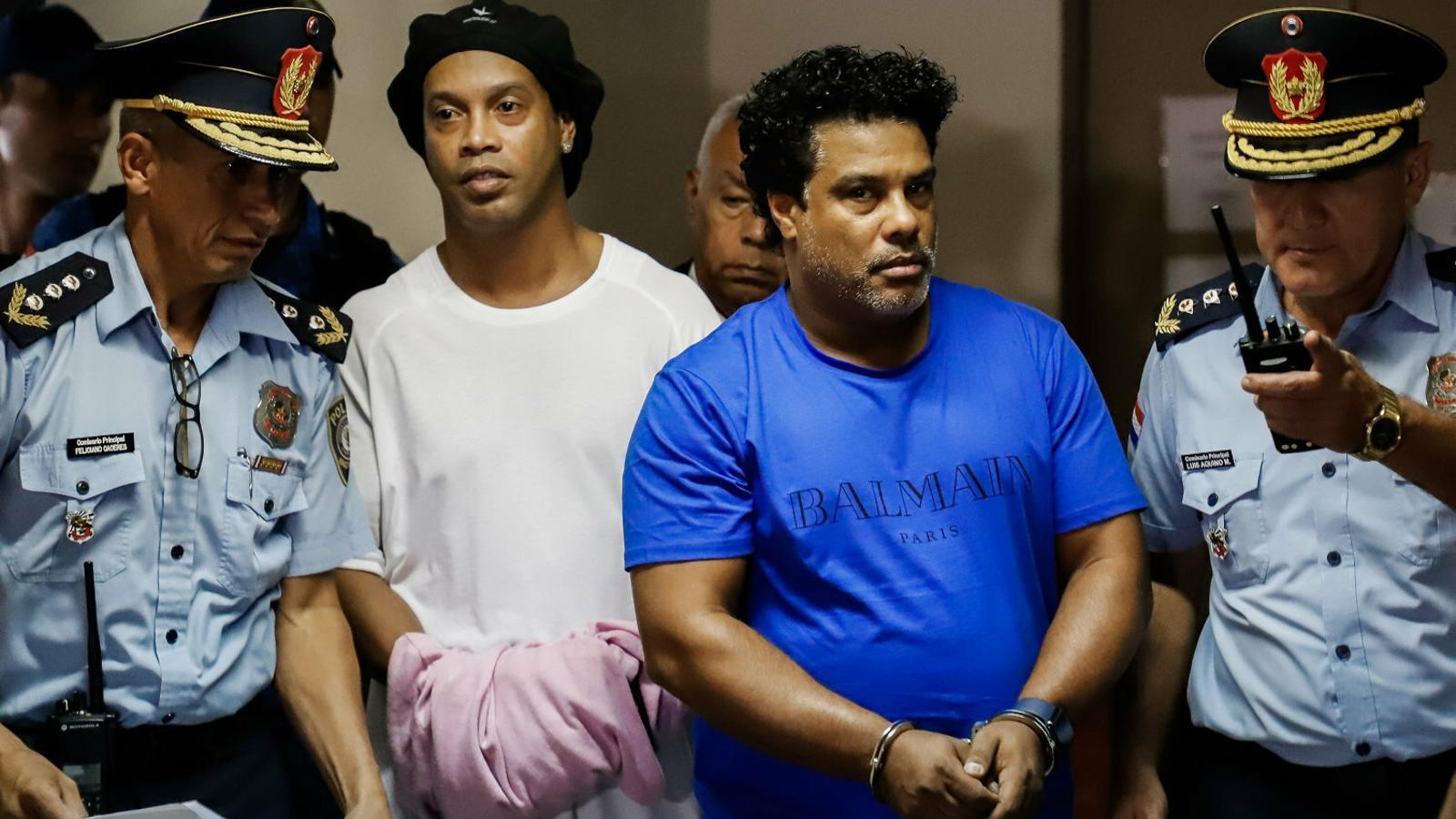 Ronaldinho just abans d'entrar a la presó.