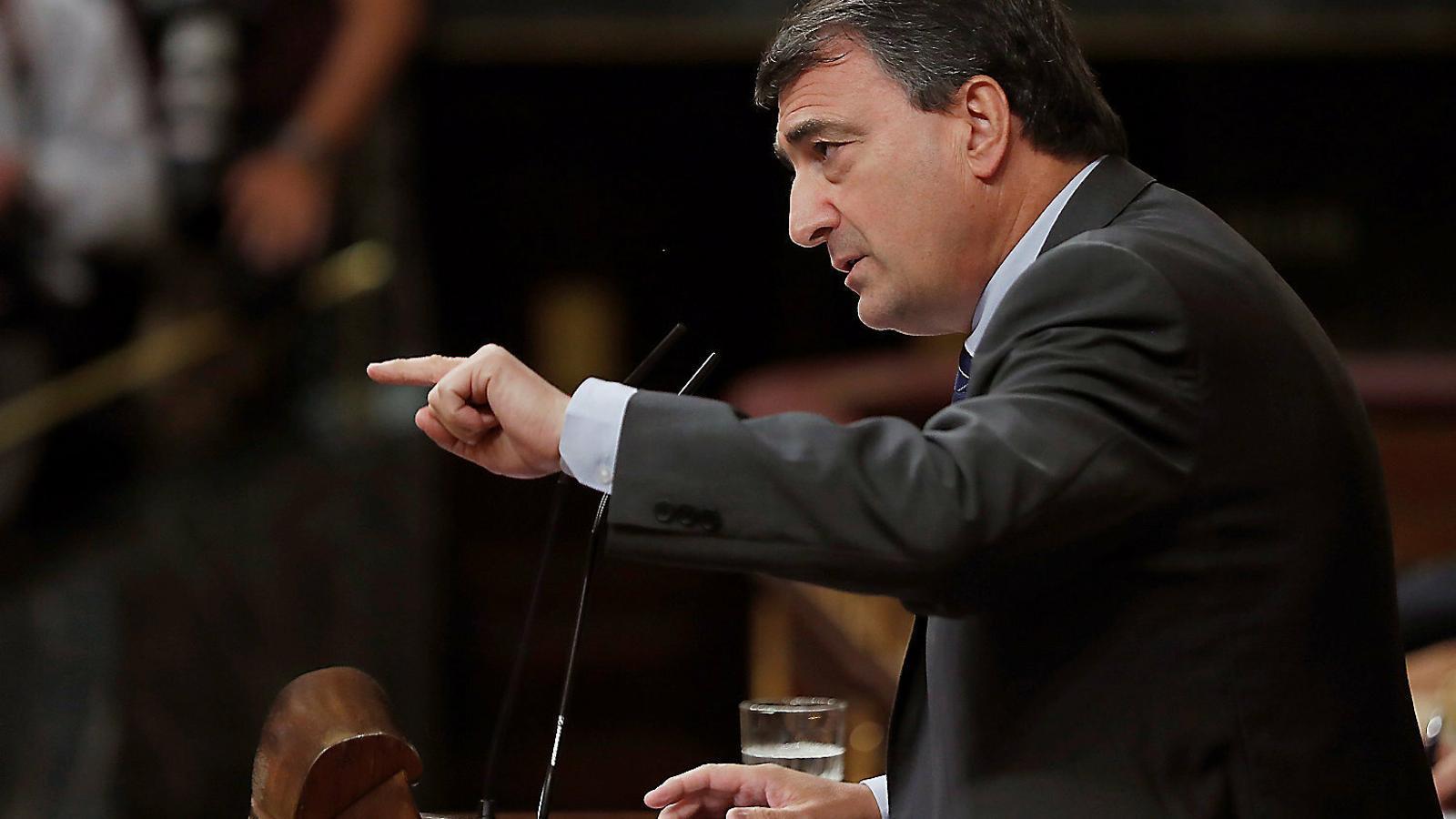 El portaveu del PNB al Congrés, Aitor Esteban, ahir intervenint des de l'hemicicle.