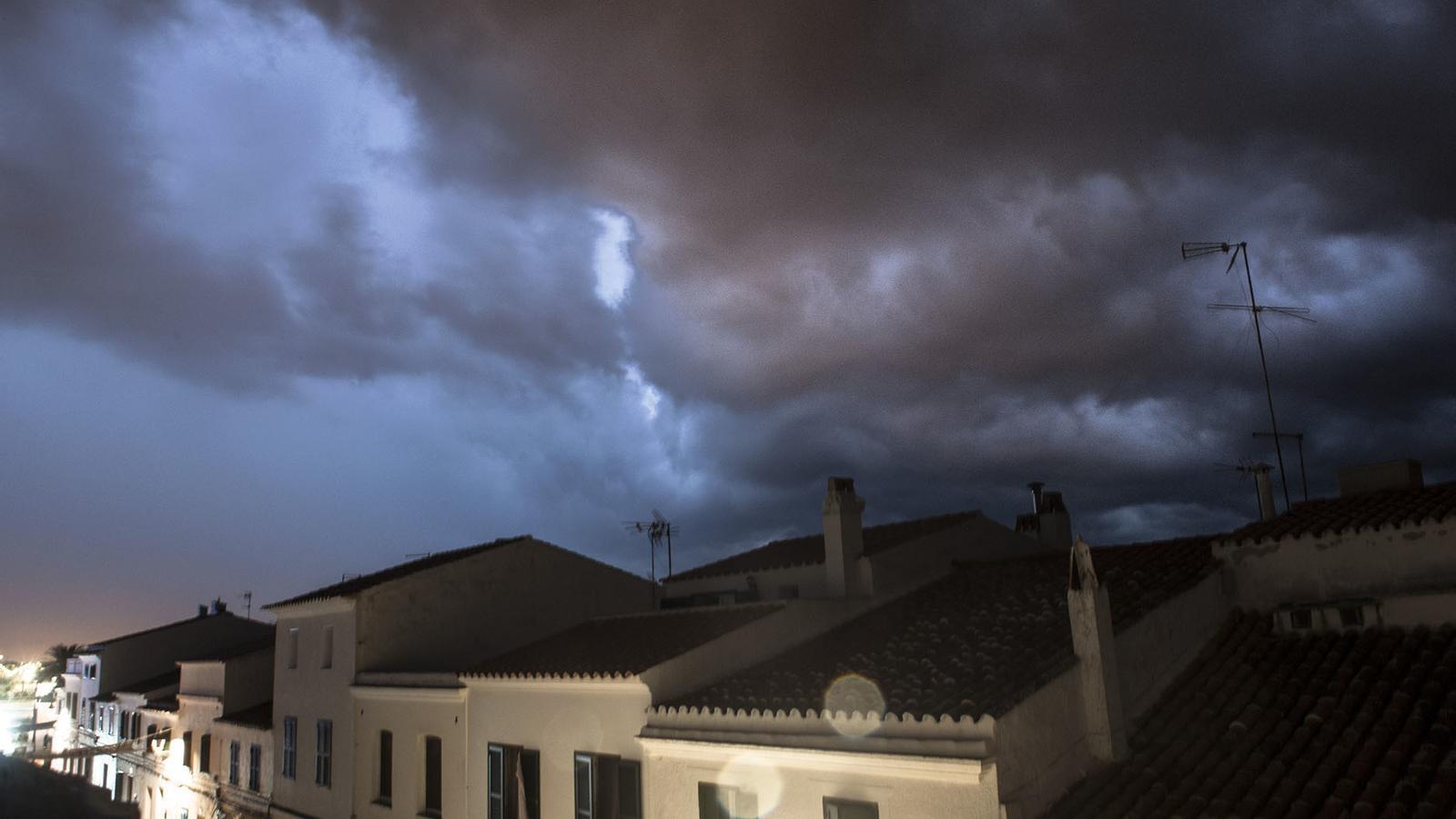 La tempesta aquesta nit a Sant Lluís, Menorca.