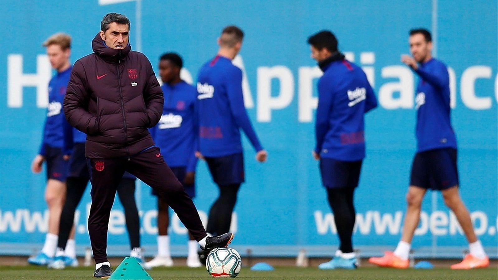 Ernesto Valverde, durant la darrera sessió del Barça abans de viatjar a Leganés