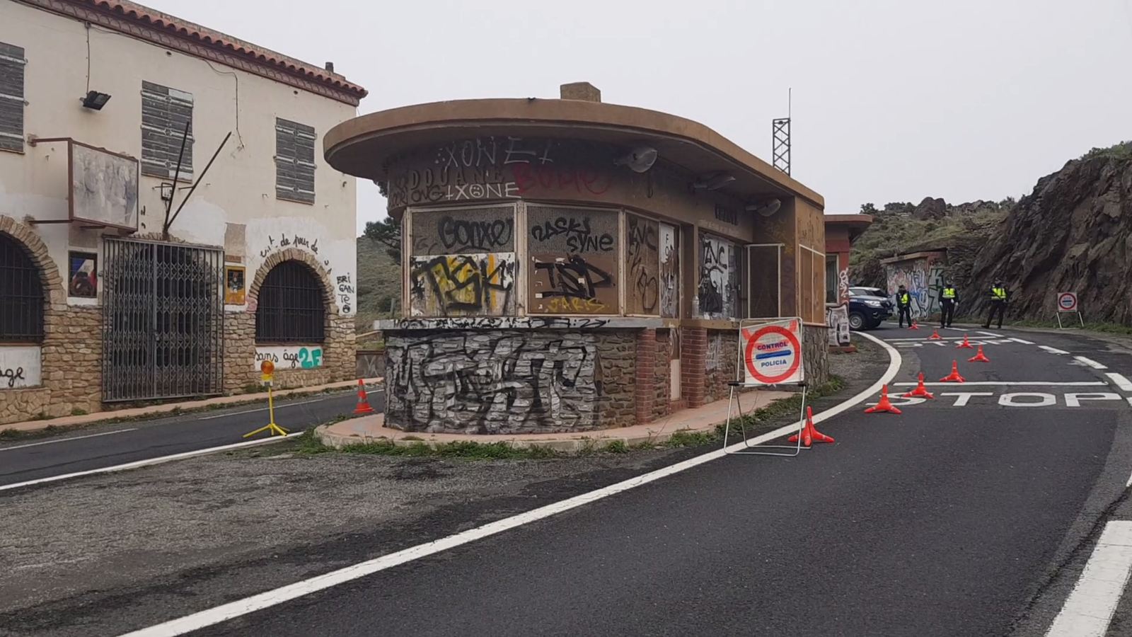La Policia Nacional espanyola i francesa al control fronterer de Portbou