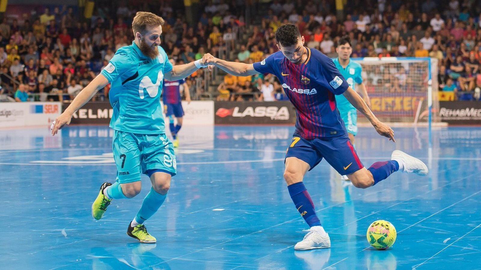 Pola intenta evitar un atac del Barça Lassa