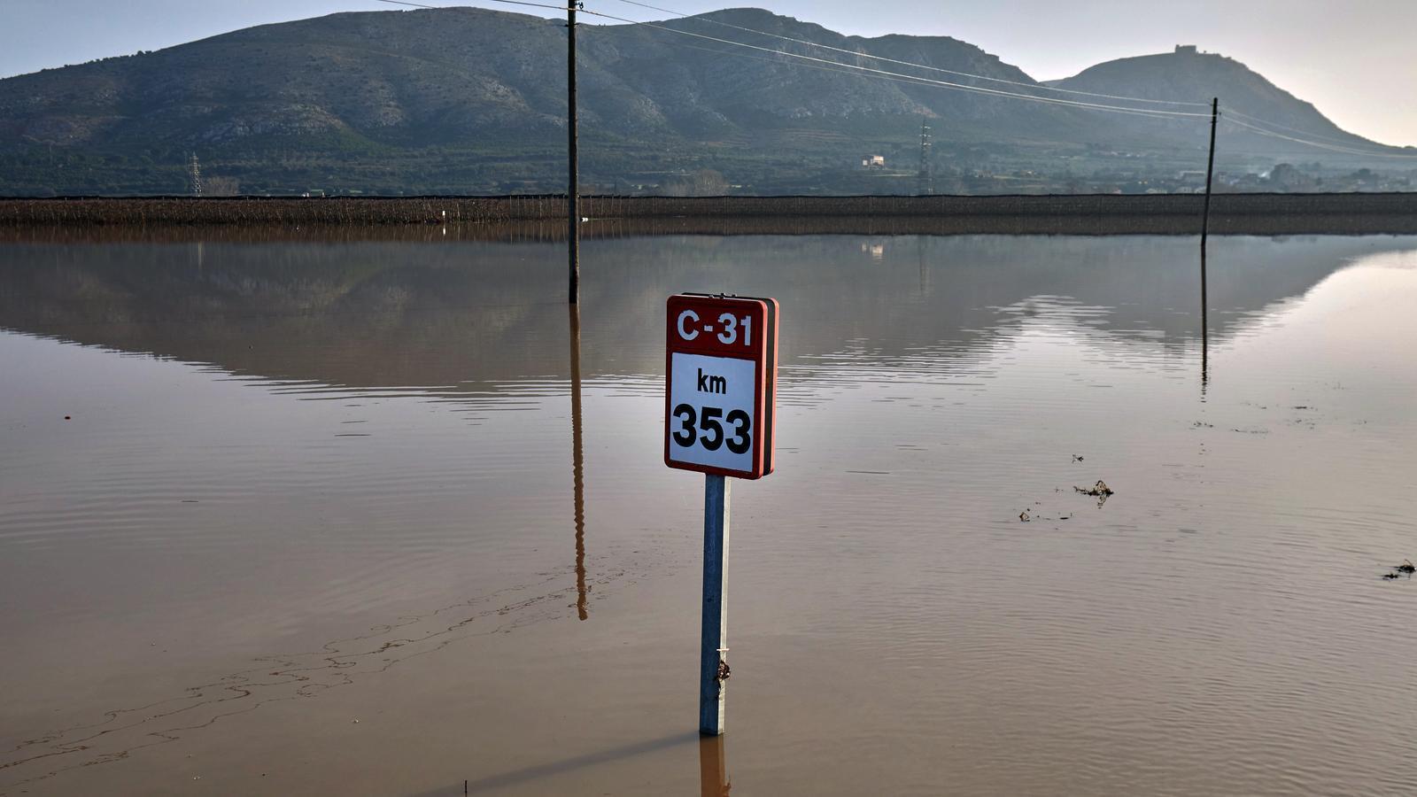 Carretera C-31 de Verges cap a Torroella de Montgrí