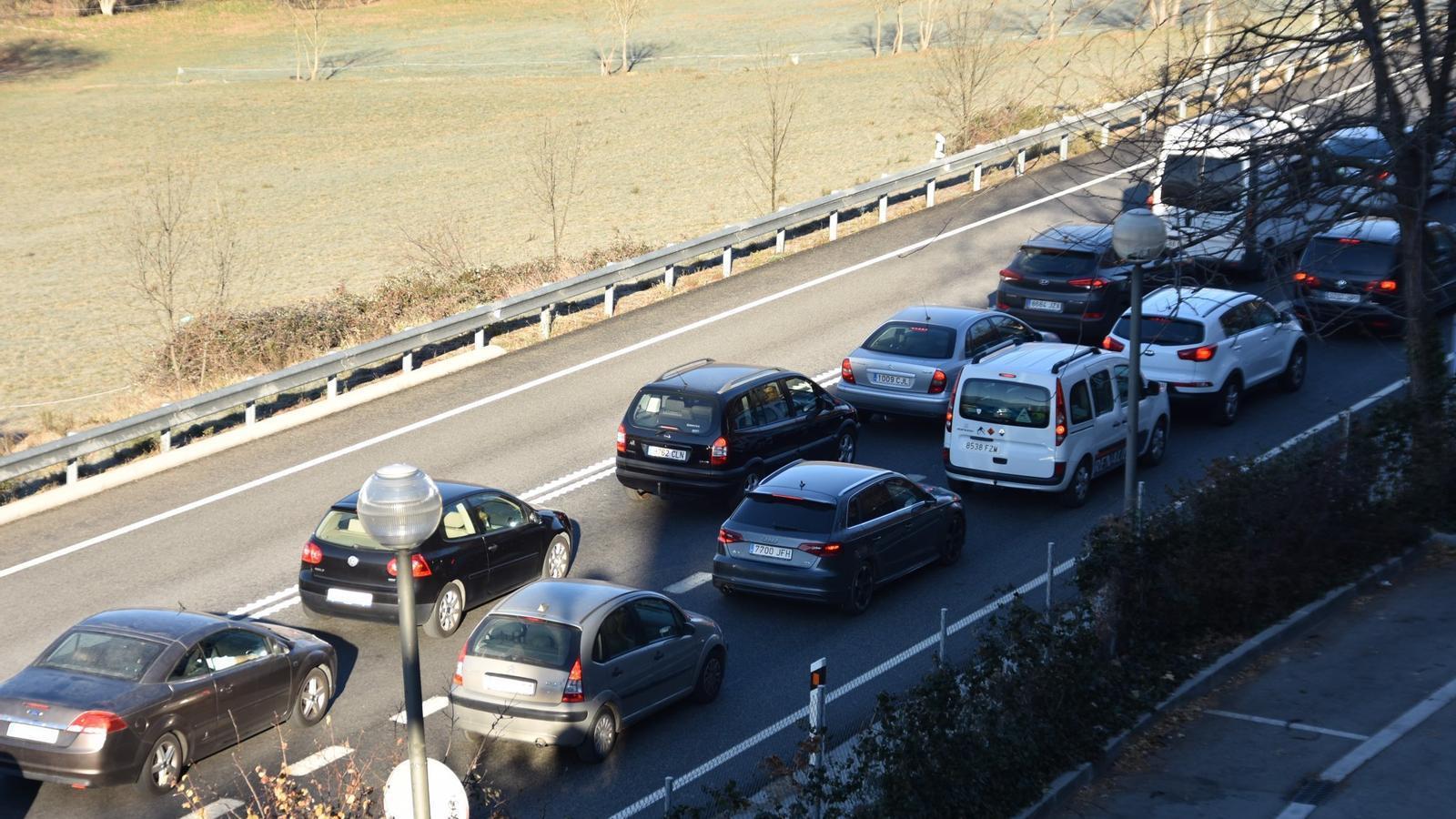 Cues a la sortida de la Seu d'Urgell, direcció Andorra. / Ràdio Seu
