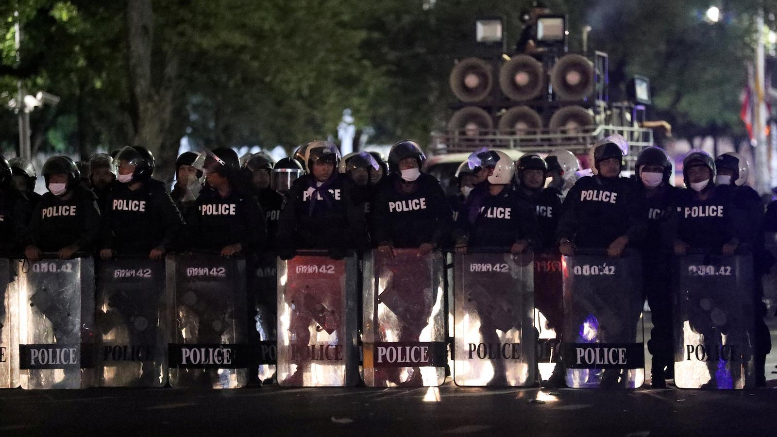 Policia per contenir les protestes a Tailàndia.